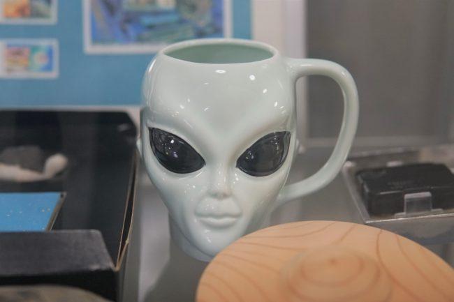 宇宙人顔のコップ