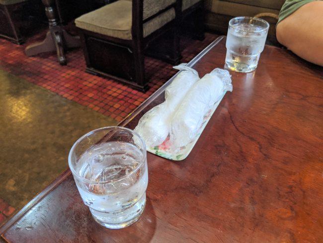 水、おしぼり