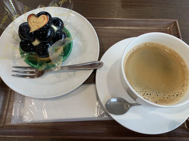 高尾タルトとコーヒー